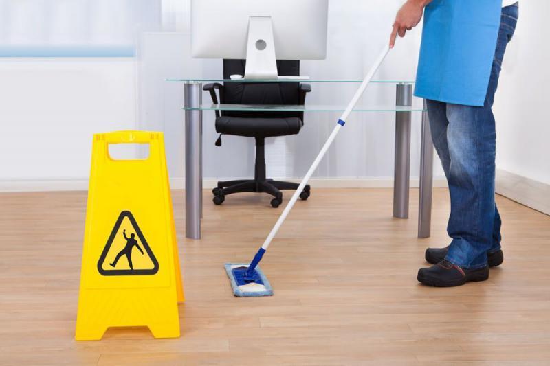 Limpeza terceirizada de empresa