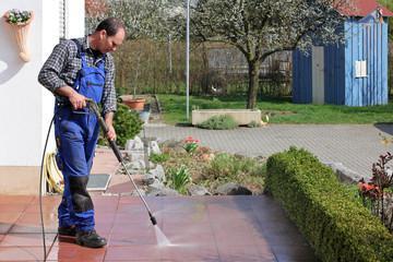 Serviços de limpeza e conservação em condomínios